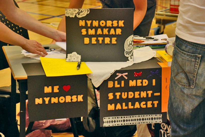 Bilete av det innbydande bordet vårt. Foto: Universitetet i Bergen.